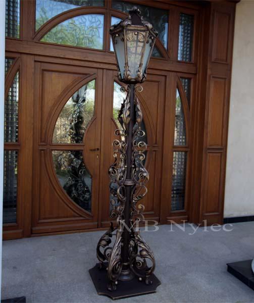 Elegancka lampa stojąca. Wysokość 2,5-3m. nr.kat. ogd20. Lampa do oglądnięcia w siedzibie firmy.