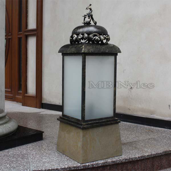 Lampa kuta na podstawie z piaskowca  ogd29. Lampa do oglądnięcia w siedzibie firmy.